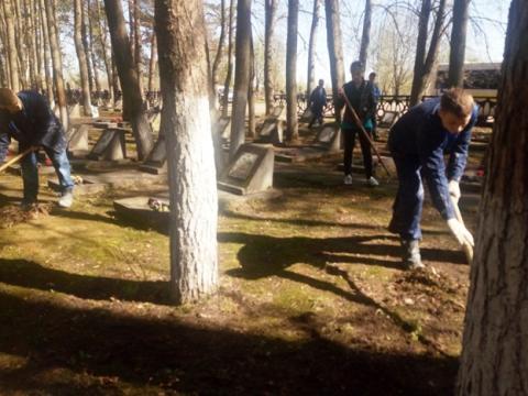 На братских могилах