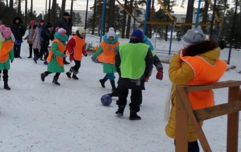 Мини-футбол на снегу